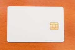 Tarjeta en blanco de la identificación del blanco con la viruta foto de archivo