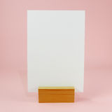 Tarjeta en blanco del menú con el muelle derecho de madera (#1) fotografía de archivo libre de regalías