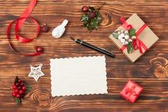 Tarjeta en blanco Modelo con el espacio de la copia Papel vacío Fotos de archivo libres de regalías
