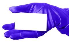 Tarjeta en blanco y guante azul Foto de archivo