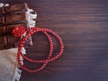 Tarjeta en un estilo retro por día del ` s de la tarjeta del día de San Valentín Fotografía de archivo