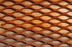 Tarjeta entrecruzada oxidada de madera del fondo del diamante fotografía de archivo