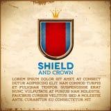 Tarjeta envejecida con la etiqueta del escudo con la corona Fotografía de archivo libre de regalías