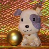 Tarjeta feliz del Año Nuevo 2018 - fotos de la acción del perro amarillo Imágenes de archivo libres de regalías