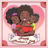Tarjeta feliz del día de Mother's - madre negra que es abrazada por sus niños stock de ilustración