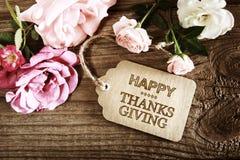 Tarjeta feliz del mensaje de la acción de gracias con las pequeñas rosas Imagen de archivo