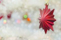 Tarjeta festiva de la Feliz Navidad y de la Feliz Año Nuevo Decoración del árbol de abeto de la Navidad Composición del día de fi Fotografía de archivo