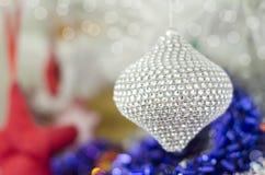 Tarjeta festiva de la Feliz Navidad y de la Feliz Año Nuevo Decoración del árbol de abeto de la Navidad Composición del día de fi Imagen de archivo