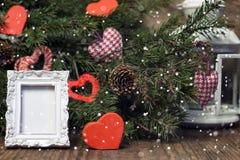 Tarjeta festiva del fondo y de felicitación adornada para la celebración de la Navidad y del Año Nuevo Imagen de archivo libre de regalías