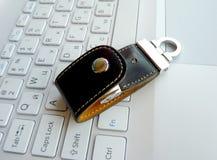 Tarjeta flash en el teclado Fotos de archivo libres de regalías