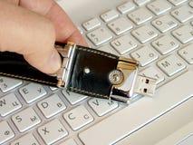 Tarjeta flash en el teclado Foto de archivo libre de regalías