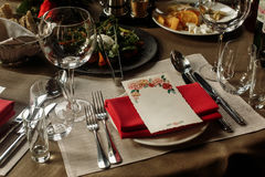Tarjeta floral del menú con el espacio vacío para los vidrios del texto y del lujo Fotografía de archivo