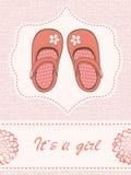 Tarjeta hermosa del aviso del bebé con los zapatos hermosos Imágenes de archivo libres de regalías