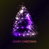 Tarjeta hermosa del día de fiesta con el árbol de navidad del estilo del techno hecho de triángulos, de flashes y de luces Un eje Fotos de archivo libres de regalías