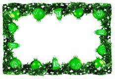 Tarjeta horizontal del invierno, marco con las bolas brillantes verdes y garlan Imagen de archivo libre de regalías