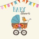 Tarjeta linda de la invitación o de cumpleaños de la fiesta de bienvenida al bebé con el pájaro, el carro de bebé y las flores Fo ilustración del vector