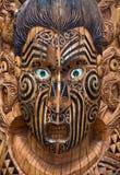 Tarjeta maorí de madera tallada Imagenes de archivo