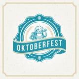 Tarjeta o aviador de felicitación de Oktoberfest en fondo texturizado Celebración del festival de la cerveza Fotos de archivo