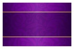 Tarjeta púrpura con el modelo del vintage y la etiqueta de oro Foto de archivo