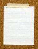 Tarjeta pegada papel del corcho. Fotografía de archivo libre de regalías