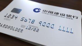 Tarjeta plástica con el logotipo de China Construction Bank Representación conceptual editorial 3D Fotos de archivo libres de regalías