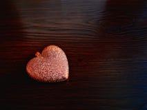 Tarjeta por día del ` s de la tarjeta del día de San Valentín con el corazón Fotos de archivo