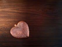 Tarjeta por día del ` s de la tarjeta del día de San Valentín con el corazón Imagenes de archivo