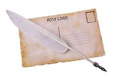 Tarjeta postal del viejo grunge y pluma de la pluma Fotos de archivo libres de regalías
