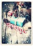 Tarjeta retra con los regalos festivos vendimia Nevadas exhaustas Imagen de archivo