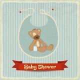 Tarjeta retra de la fiesta de bienvenida al bebé con el oso de peluche Foto de archivo