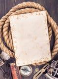 Tarjeta retra y accesorios marinos viejos Foto de archivo