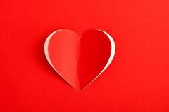 Tarjeta roja de la etiqueta engomada del papel del corazón Foto de archivo