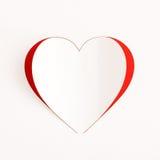Tarjeta roja de la etiqueta engomada del papel del corazón Fotografía de archivo
