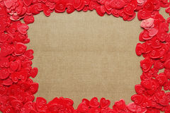 Tarjeta roja del marco de la frontera de los corazones del amor Imagen de archivo