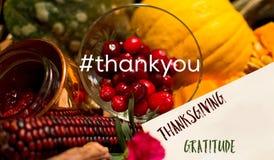 Tarjeta social de la acción de gracias la medios con el hashtag y las palabras le agradecen Fotografía de archivo