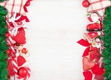 Tarjeta temática de la Navidad o del Año Nuevo con las decoraciones Fotografía de archivo libre de regalías