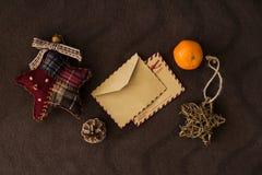 Tarjeta vacía del vintage con las decoraciones de la Navidad Fotos de archivo libres de regalías