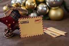 Tarjeta vacía del vintage con las decoraciones de la Navidad Foto de archivo libre de regalías