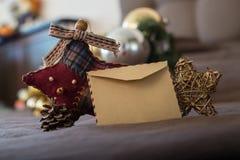 Tarjeta vacía del vintage con las decoraciones de la Navidad Imagen de archivo