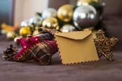 Tarjeta vacía del vintage con las decoraciones de la Navidad Imagen de archivo libre de regalías