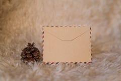 Tarjeta vacía del vintage con las decoraciones de la Navidad Imagenes de archivo