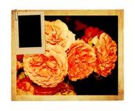 Tarjeta vieja del vintage con un ramo de rosas rosadas hermosas Foto de archivo libre de regalías