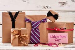 Tarjeta y accesorios del día del ` s de la tarjeta del día de San Valentín Imágenes de archivo libres de regalías