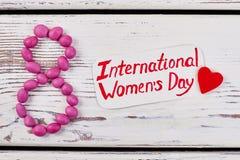 Tarjeta y corazón del día del ` s de las mujeres Imagen de archivo libre de regalías
