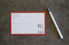 Tarjeta y pluma en blanco de la receta Fotografía de archivo libre de regalías