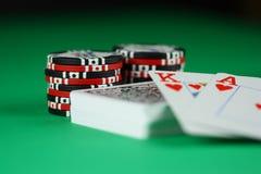 Tarjeta y virutas del póker Fotografía de archivo