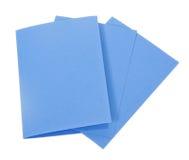 Tarjetas azules aisladas en blanco fotos de archivo libres de regalías