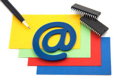 Tarjetas coloridas del blansk con símbolo del email Imagen de archivo