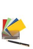 Tarjetas conocidas en blanco coloridas en un rectángulo Imagen de archivo