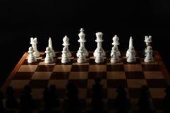 Tarjetas de ajedrez y pedazos de ajedrez Imagen de archivo libre de regalías